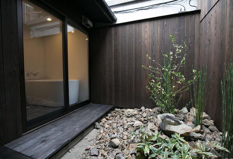 NIJO YU-RAKUKAN, Kyoto, Garden