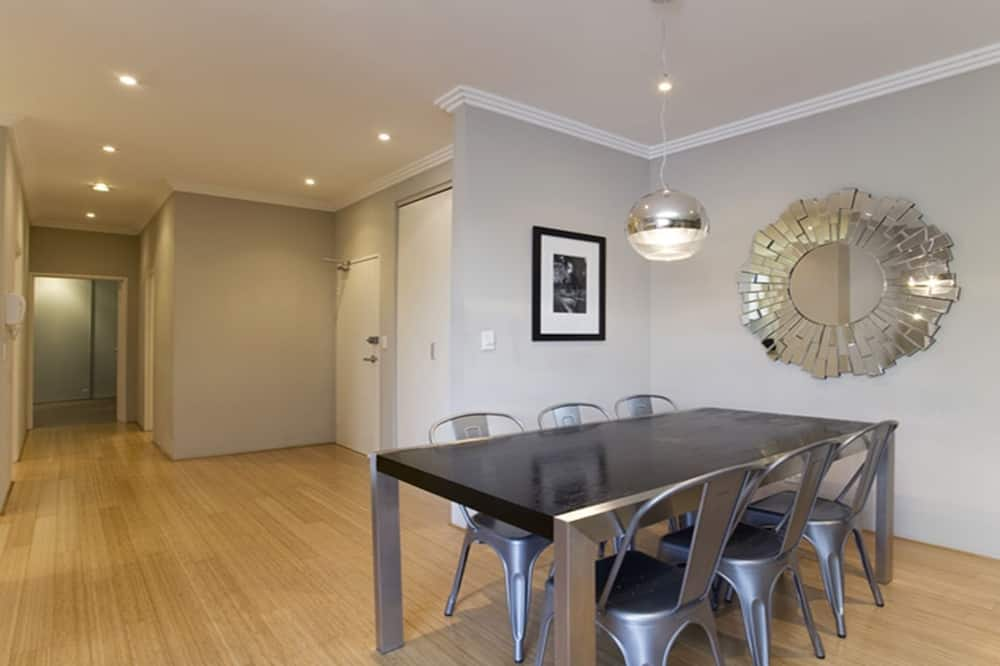 Apartment, 2 Bedrooms, Balcony - In-Room Dining