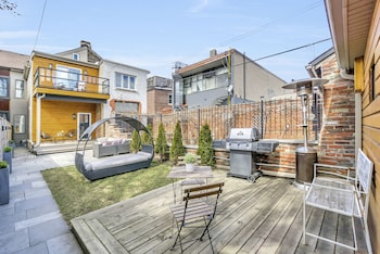 Picture of QuickStay - Chic & Modern Townhouse in Little Italy in Toronto