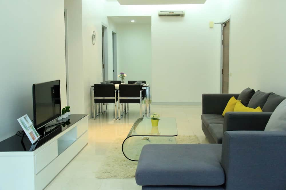Deluxe Apartment, 2 Bedrooms, City View - Living Room