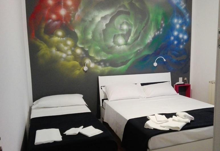 Hotel X, Ravena, Habitación triple económica, Habitación