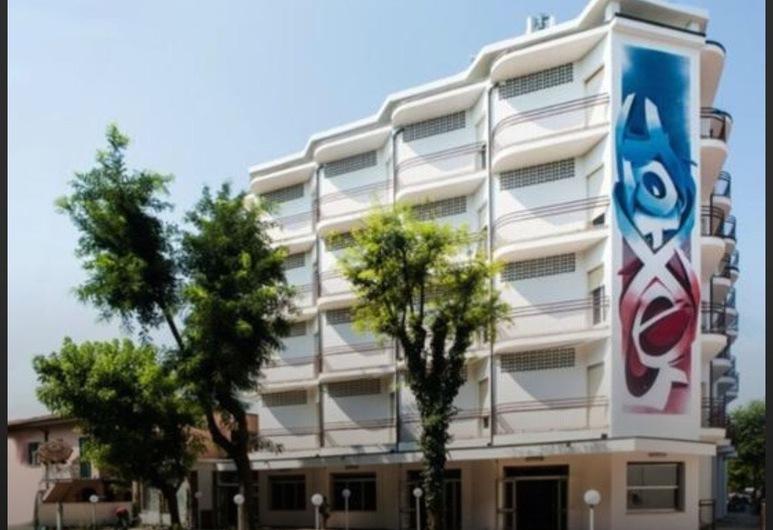 Hotel X, Ravenna, Otelin Önü