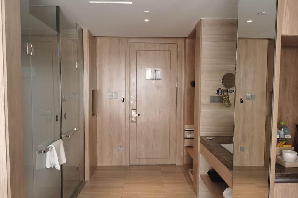 Privilege, Executive-Zimmer - Dusche im Bad