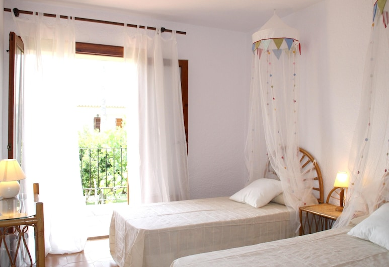 House With 3 Bedrooms in Dénia, With Shared Pool, Furnished Garden and Wifi - 100 m From the Beach, Denia, House, Pool View, Room