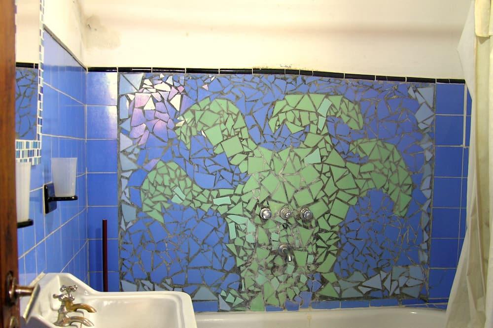 Asrama Umum, hanya perempuan, kamar mandi pribadi - Kamar mandi