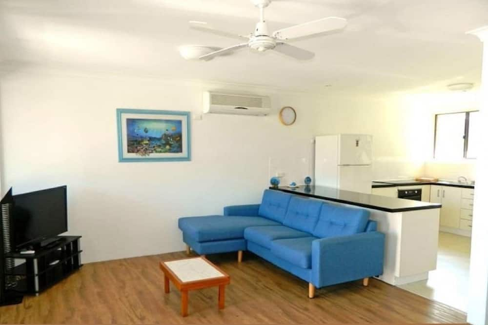 Family Apartment, 3 Bedrooms, Lake View, Lakeside - Living Area