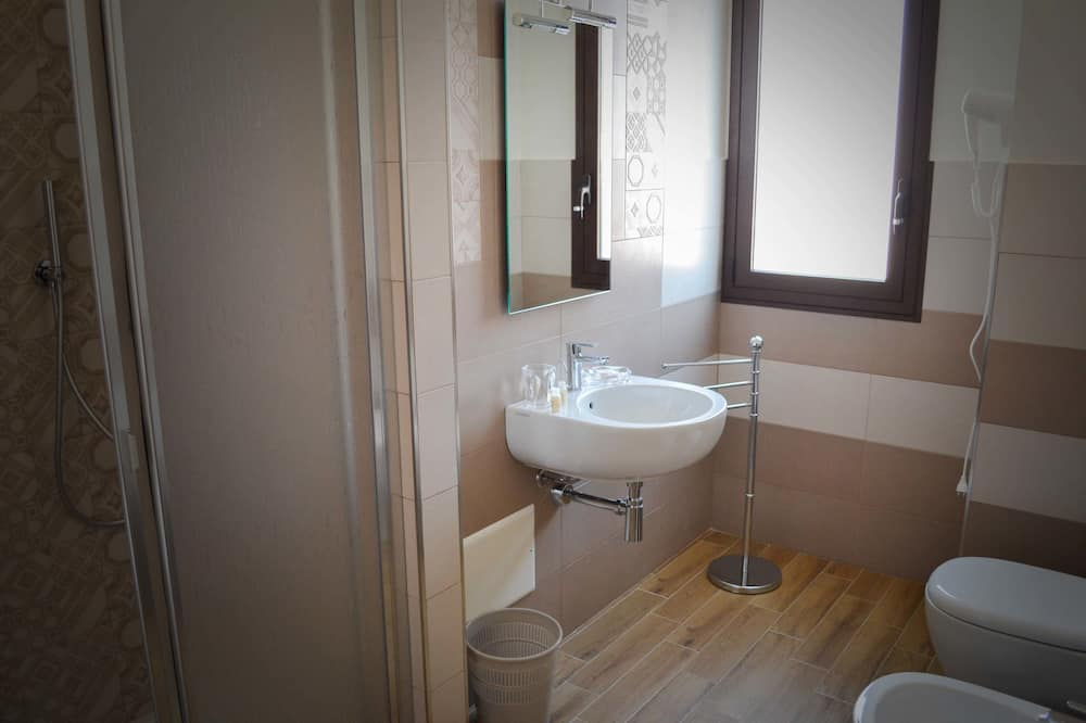 Trojlôžková izba typu Classic - Kúpeľňa