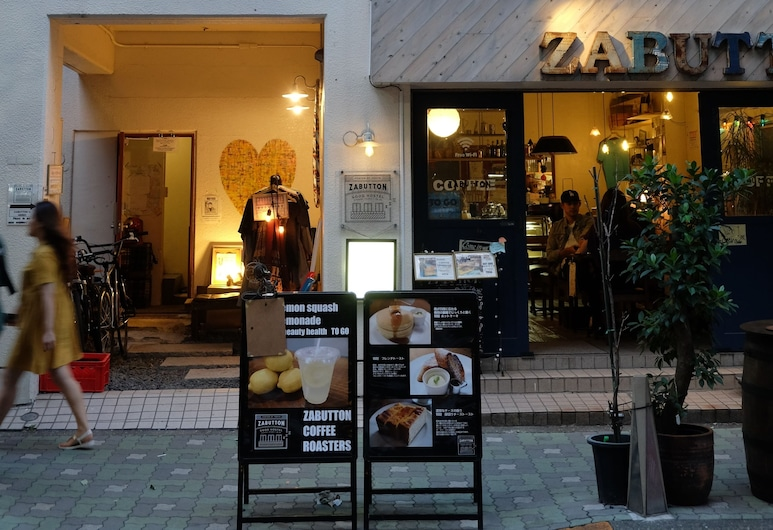 HOSTEL & COFFEE SHOP ZABUTTON, 港区