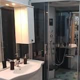 Royal studio suite, 1 queensize bed, keuken, Uitzicht op de stad - Badkamer
