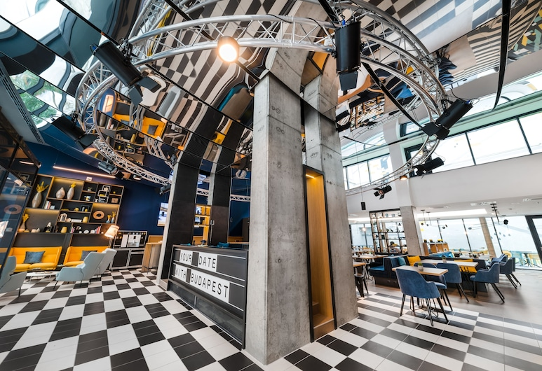 D8 Hotel, Budapest, Inngangsparti