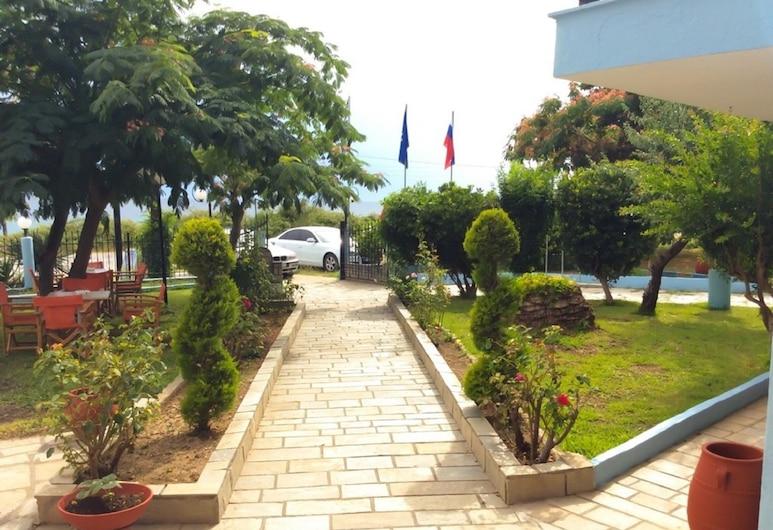 Ενοικιαζόμενα Δωμάτια Βότσαλα, Κασσάνδρα, Είσοδος ξενοδοχείου