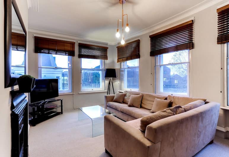 Fulham Large 1 bed Flat in Charming Building, London
