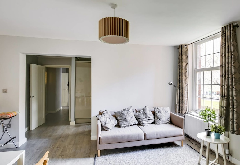 Next to Euston! Perfect 2 bed in Central London, London, Living Room