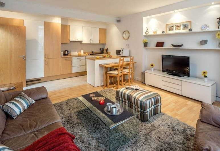 2 bed in Amazing West London Location, London, Wohnzimmer