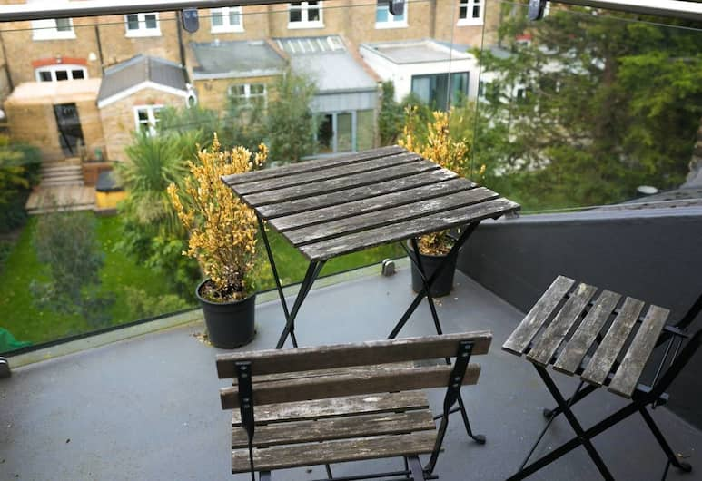 3BR Apartment in Great Swiss Cottage Location, London, Balkon