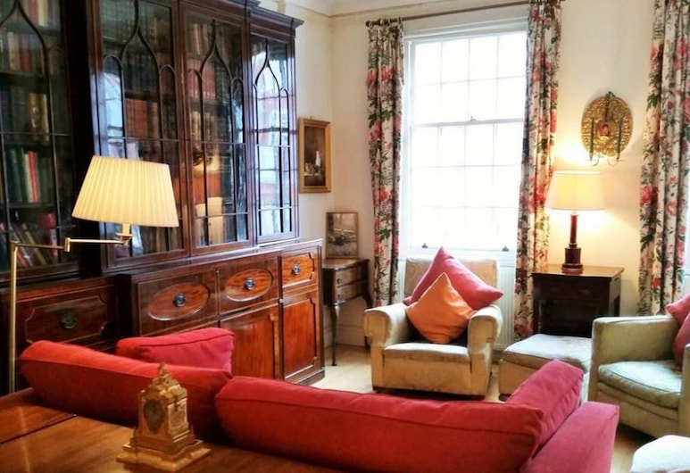 Vintage British 1 bed Flat in Marylebone, London