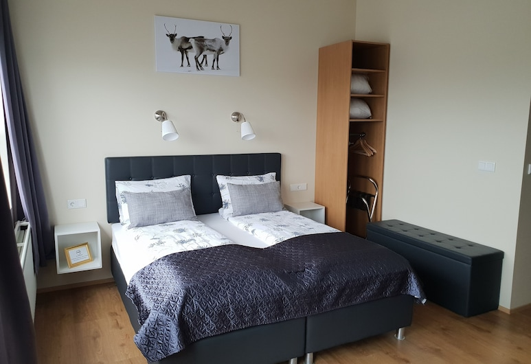Díma Studio Apartments, Höfn
