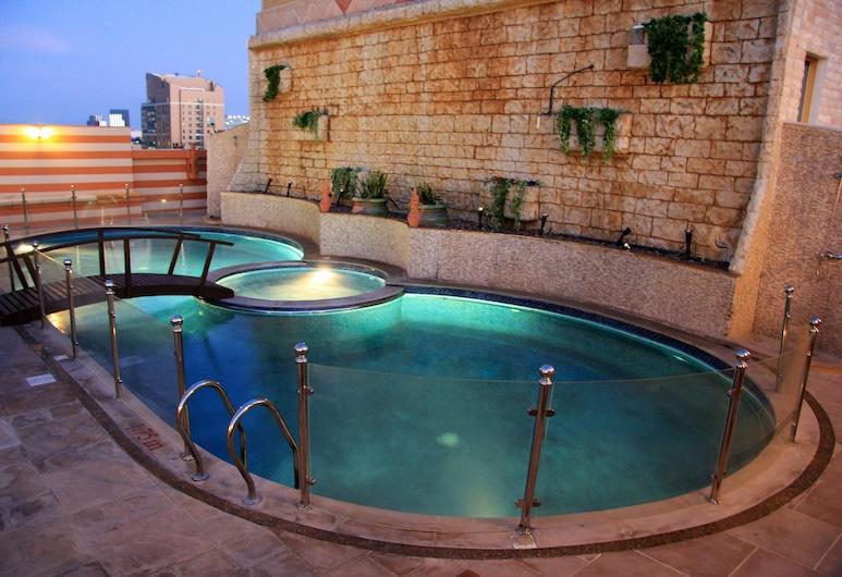 特里亞農酒店, 阿布達比, 室外泳池