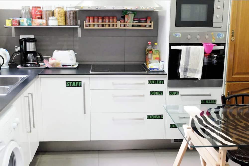 Koplietojuma guļamzāle, abu dzimumu guļamzāle, koplietojuma vannasistaba (8) - Kopīga virtuve