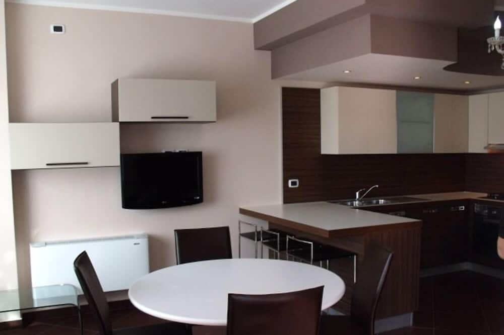Apartment, 2 Bedrooms, Accessible (6 persons) - In-Room Dining
