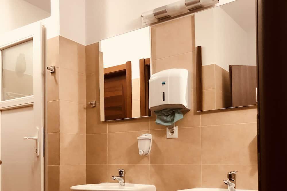 Kamar Double, kamar mandi umum - Kamar mandi