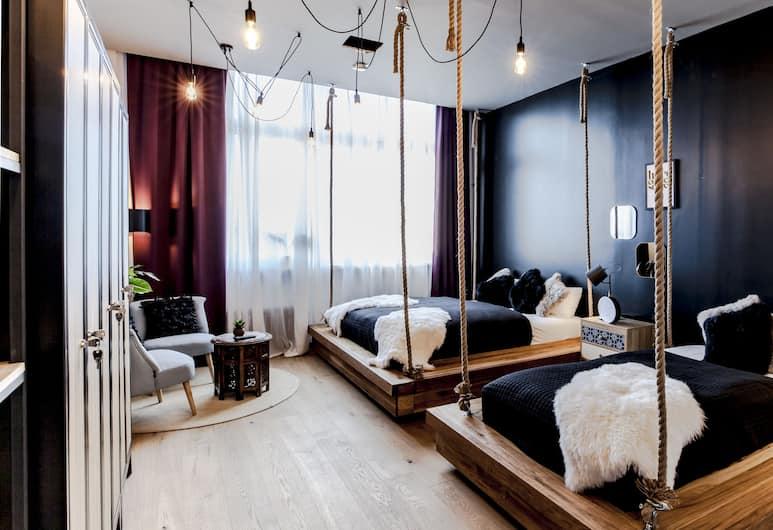 Design Hostel P182, Берлин, Улучшенный трехместный номер, отдельная ванная комната, Номер
