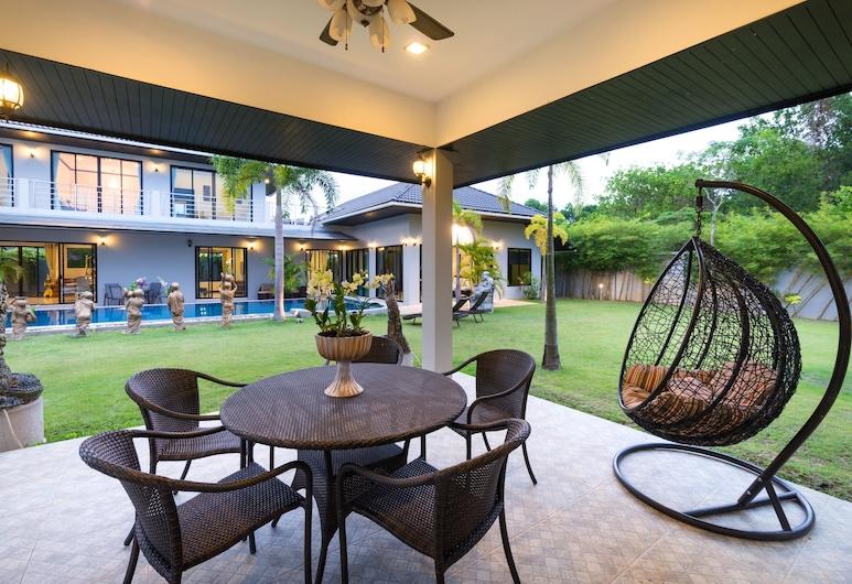 Grand Villa Luxury Holidays Phuket, Choeng Thale, 4-Bedroom Luxury Pool Villa , Terassi/patio