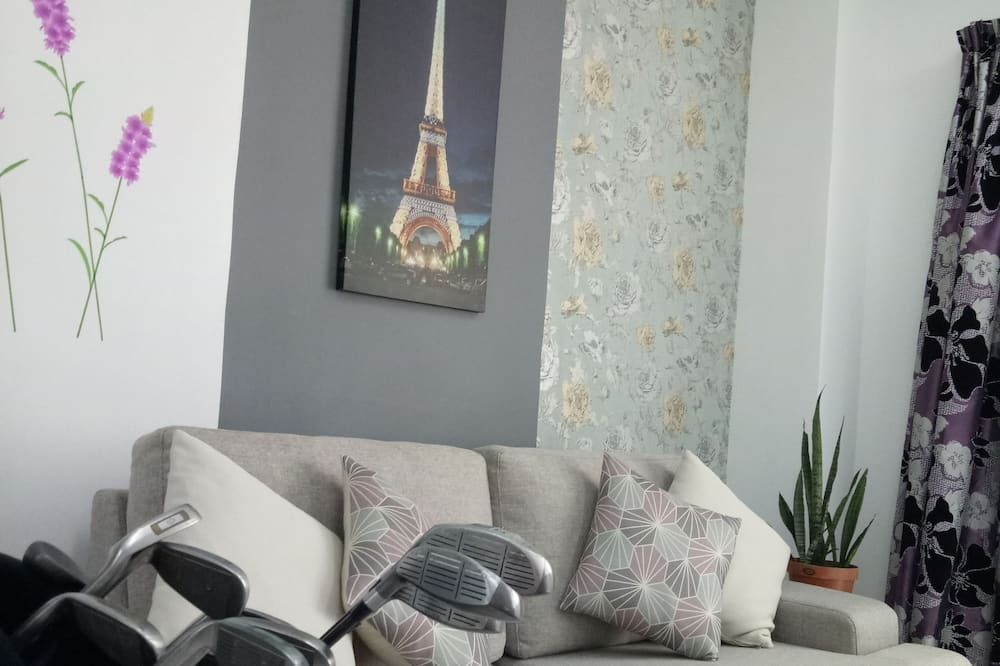 Family Apartment, 4 Bedrooms - Living Room