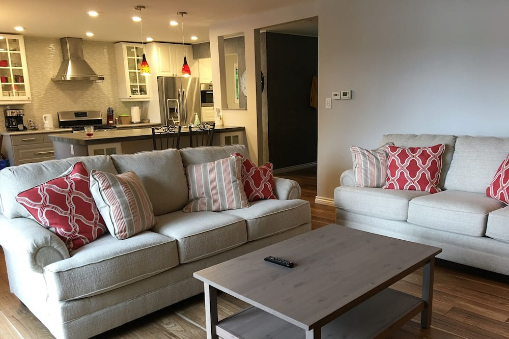 Cottage Deluxe, 4 chambres, vue lac, en front de plage - Photo principale