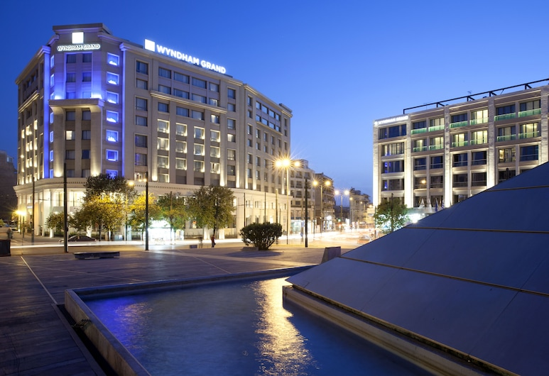 Wyndham Athens Residence, Афіни, Фасад готелю (вечір/ніч)