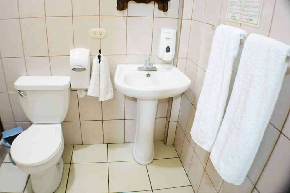 Classic Double Room, 1 Double Bed, Non Smoking - Bathroom