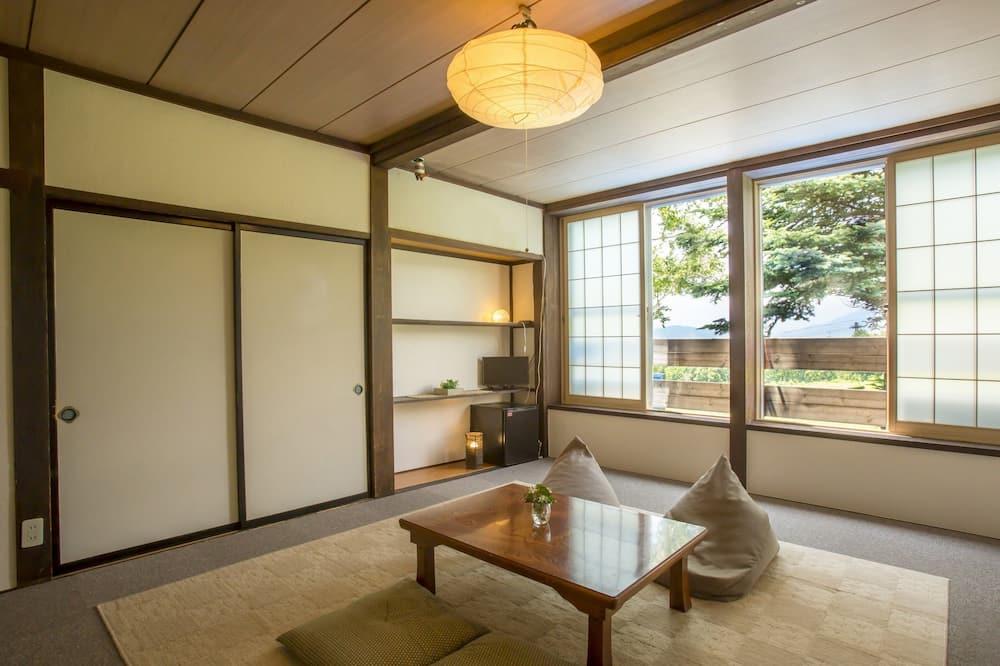 Štvorlôžková izba, spoločná kúpeľňa, výhľad na hory (Room# 1, 2) - Izba