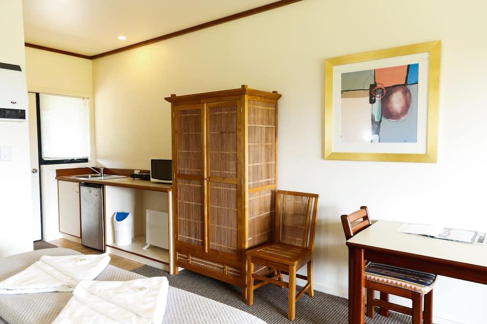 Panorama-studiosuite - 1 kingsize-seng - bjergudsigt - Spisning på værelset