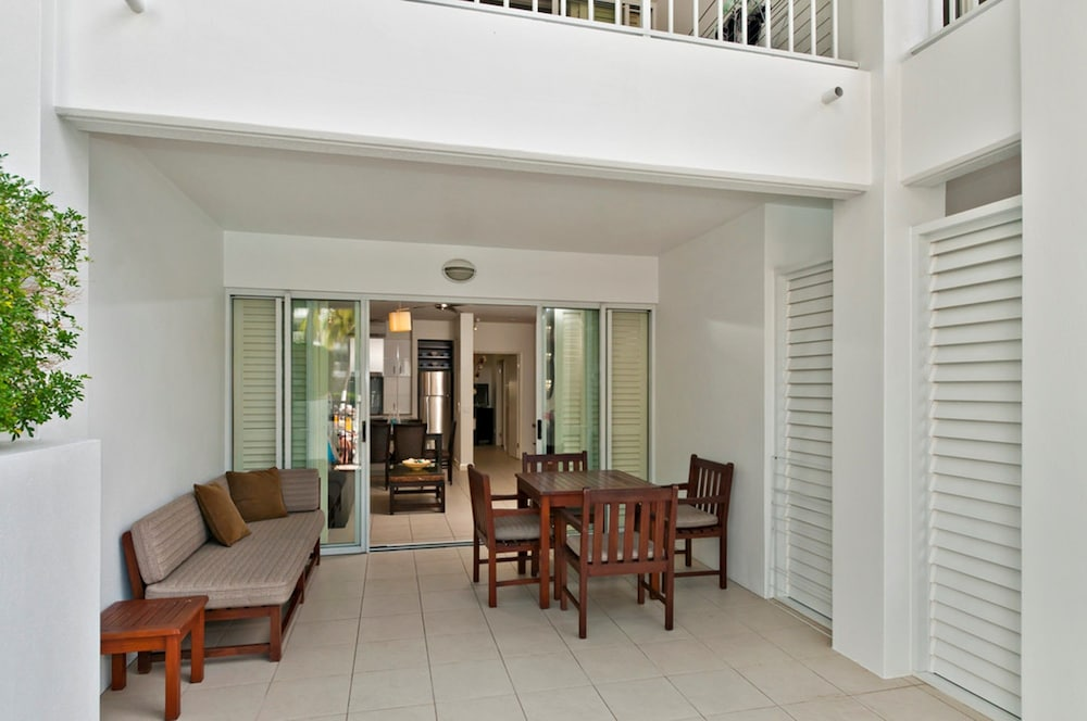 5213 Beach Club Direct Pool Access Palm Cove Ground Floor 2 Bedroom Apartment With