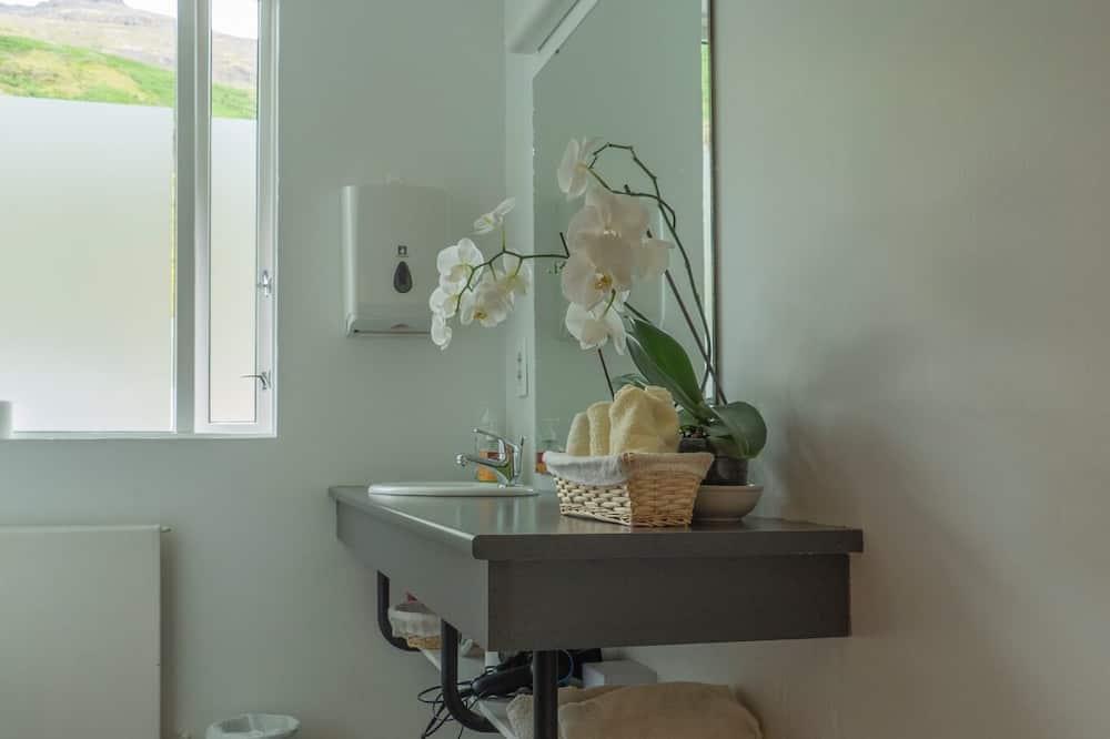 Quadruple Room, Shared Bathroom - Bathroom
