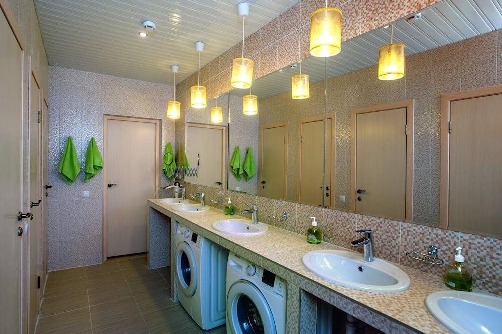 Shared Dormitory, Mixed Dorm, Shared Bathroom (4 beds) - Bathroom
