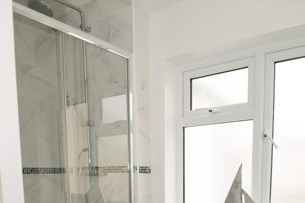 Deluxe House, 3 Bedrooms - Bathroom
