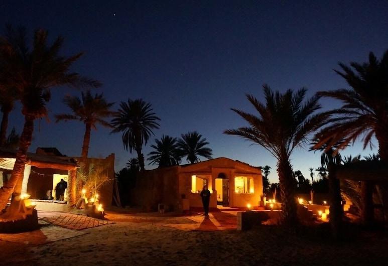 Camp Sahara Nights, M'Hamid El Ghizlane, Průčelí hotelu ve dne/v noci
