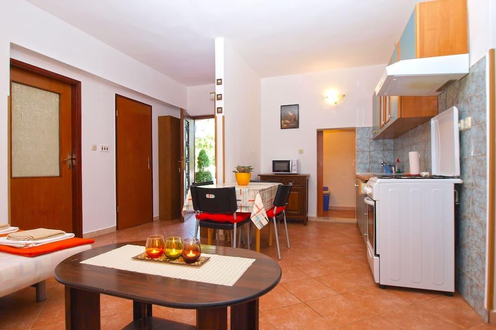 Apartment, 1 Bedroom (295/2145) - Living Area