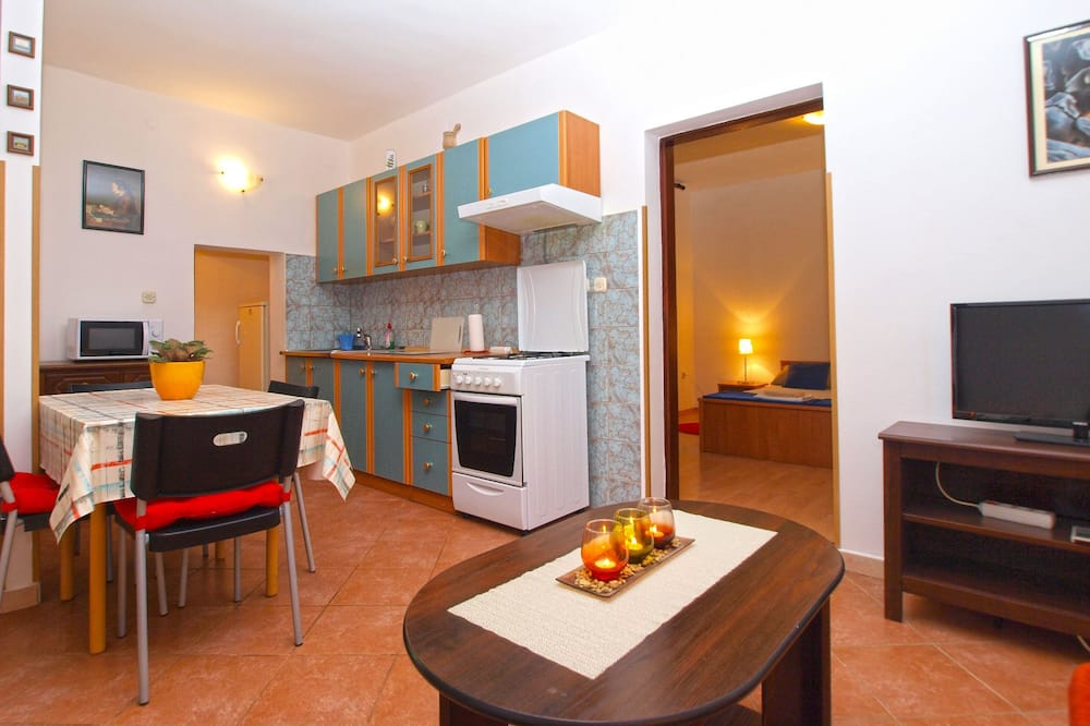 Apartment, 1 Bedroom (295/2145) - In-Room Dining