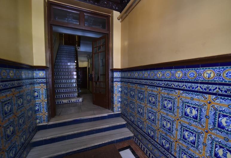 Ático en el Museo Reina Sofía - Atocha, Madrid, Interior Entrance
