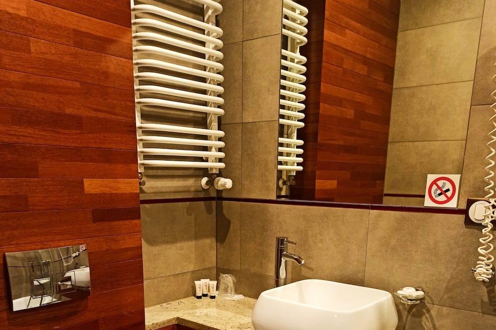 Třílůžkový pokoj typu Business, 3 jednolůžka - Koupelna
