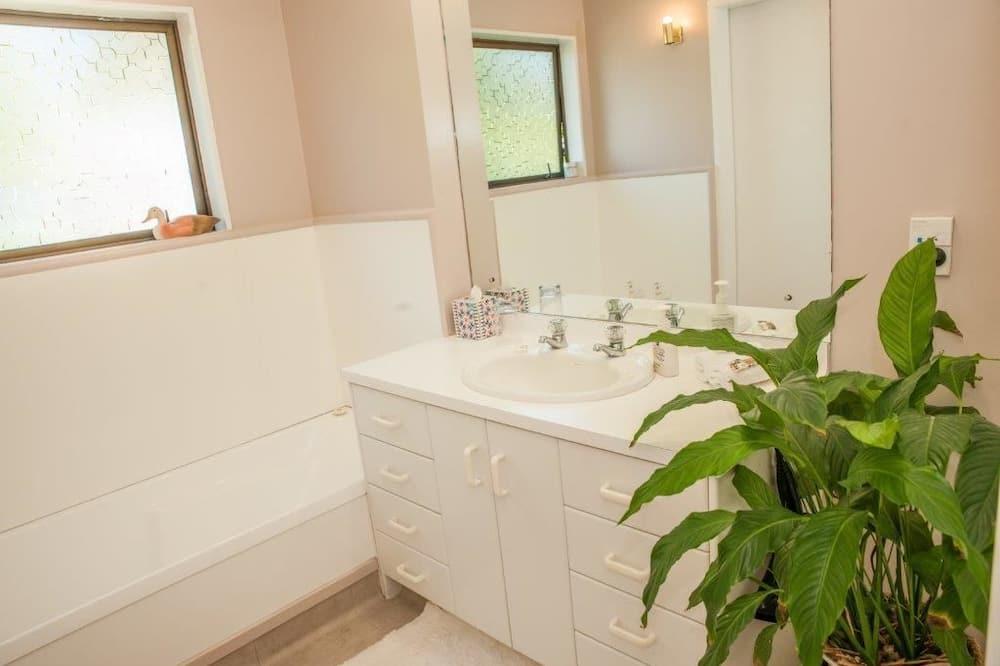 Comfort-Doppelzimmer, 1 Queen-Bett, eigenes Bad - Badezimmer
