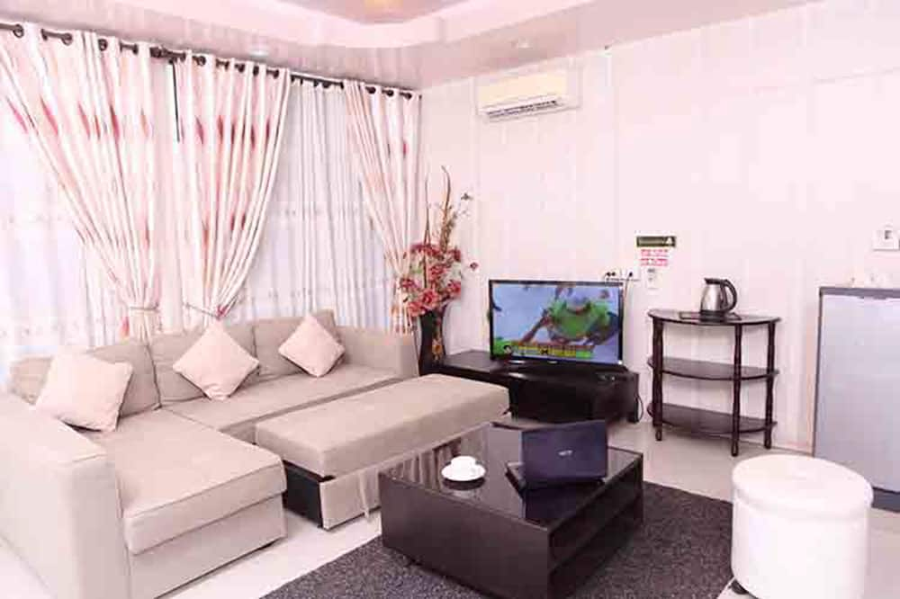 Deluxe Suite with Private Bathroom - SriNan - Living Room