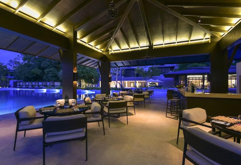 Seda Lio, El Nido, Bar ved bassenget