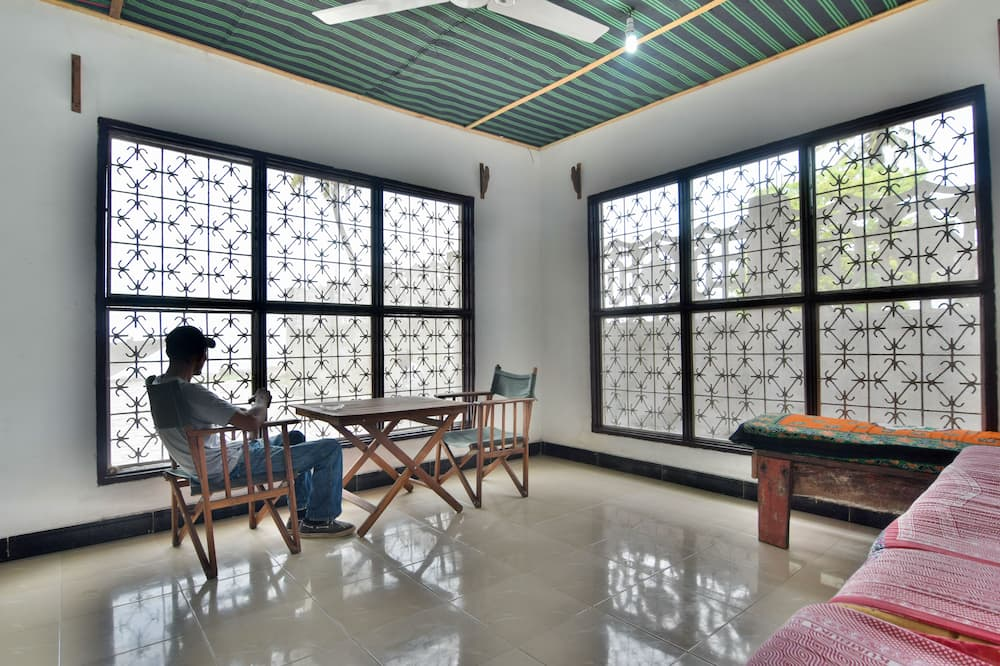 Standaard appartement, 2 slaapkamers, keuken, Uitzicht op zee - Eetruimte in kamer