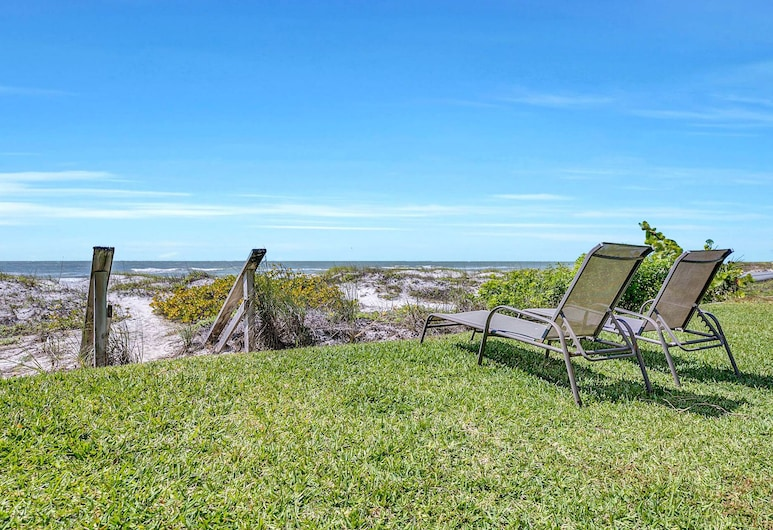 Gulf-front 2br W/ Private Beach Access 2 Bedroom Townhouse, Indian Shores, Townhome, 2 Bedrooms, Property Grounds