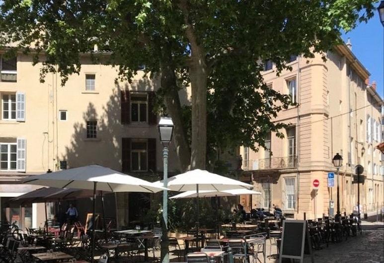 Hôtel des Arts, Aix-en-Provence, Stravovanie vonku