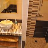 Economy Twin Room, 2 Twin Beds S1 - Bathroom