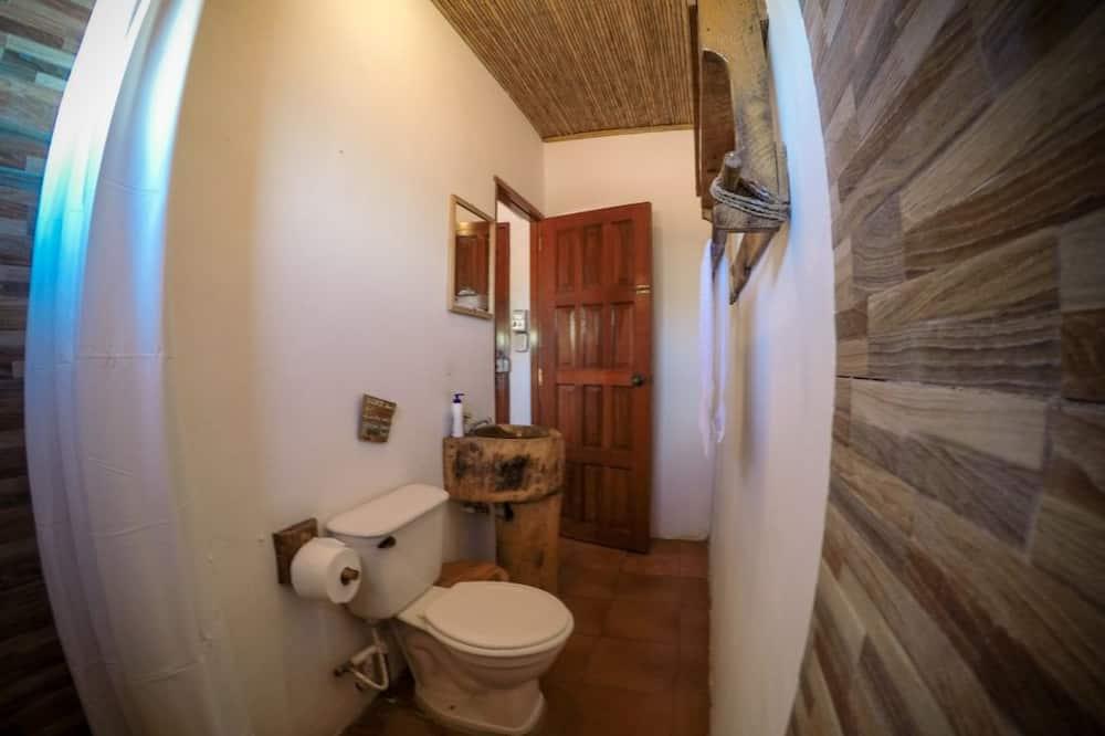 Trojlôžková izba typu Classic, viacero postelí, nefajčiarska izba - Kúpeľňa